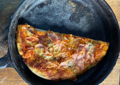 Pizza im Dutch Oven – funktioniert das?