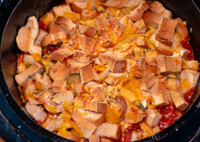 Hot Dog Auflauf aus dem Dutch Oven